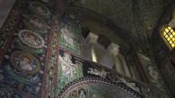 Ravenna, piccola ma grande città dell'Emilia Romagna, ha un luminoso passato le cui tracce sono riuscite a giungere fino a noi, deliziandoci con la loro bellezza, attraverso Basiliche, Battisteri e Mausolei che custodiscono mosaici bizantini di una bellezza sorprendente.