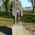 Maigret e il signor Charles è l'ultimo dei romanzi di Georges Simenon sulle inchieste del famoso commissario Maigret; ho apprezzato lo stile semplice e l'avvicinamento psicologico ai personaggi. Georges Simenon ha pubblicato ben 75 romanzi e 28 racconti dedicati alle inchieste di Maigret ...