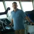 """""""Captain Phillips – Attacco in mare aperto"""" è un bel film d'azione tratto da una storia vera, quella del dirottamento della nave mercantile statunitense Maersk Alabama, avvenuto nell'aprile 2009, per mano di quattro pirati somali e la cattura in ostaggio del capitato Richard Phillips. Il Capitano Phillips è interpretato da Tom Hanks, mentre il capo dei pirati somali è interpretato da un bravissimo attore somalo, Barkhad Abdi, che per la parte si è meritato la nomination agli Oscar 2014 quale migliore attore non protagonista. Non si cerchino spunti etico-politici, il film se ne tiene molto alla larga, puntando su suspense ed intrattenimento."""