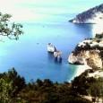 Il Gargano è lo sperone d'Italia, nella parte settentrionale della Puglia, dotato di una costa con formazioni rocciose caratteristiche di una bellezza spettacolare.  Vieste è la località più interessante e dotata di una bella e lunga spiaggia sabbiosa; Peschici è più rocciosa, ma bellissima. Il Gargano non è da raccontare, è da vedere, quindi guardate subito il mio video.