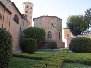 Ravenna, Battistero Neoniano, esterno
