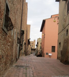 Certaldo, centro storico, il mastio sullo sfondo