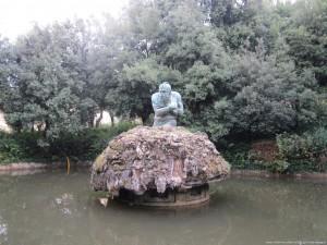 """Villa medicea di Castello, parco, statua del """"gigante appennino"""""""